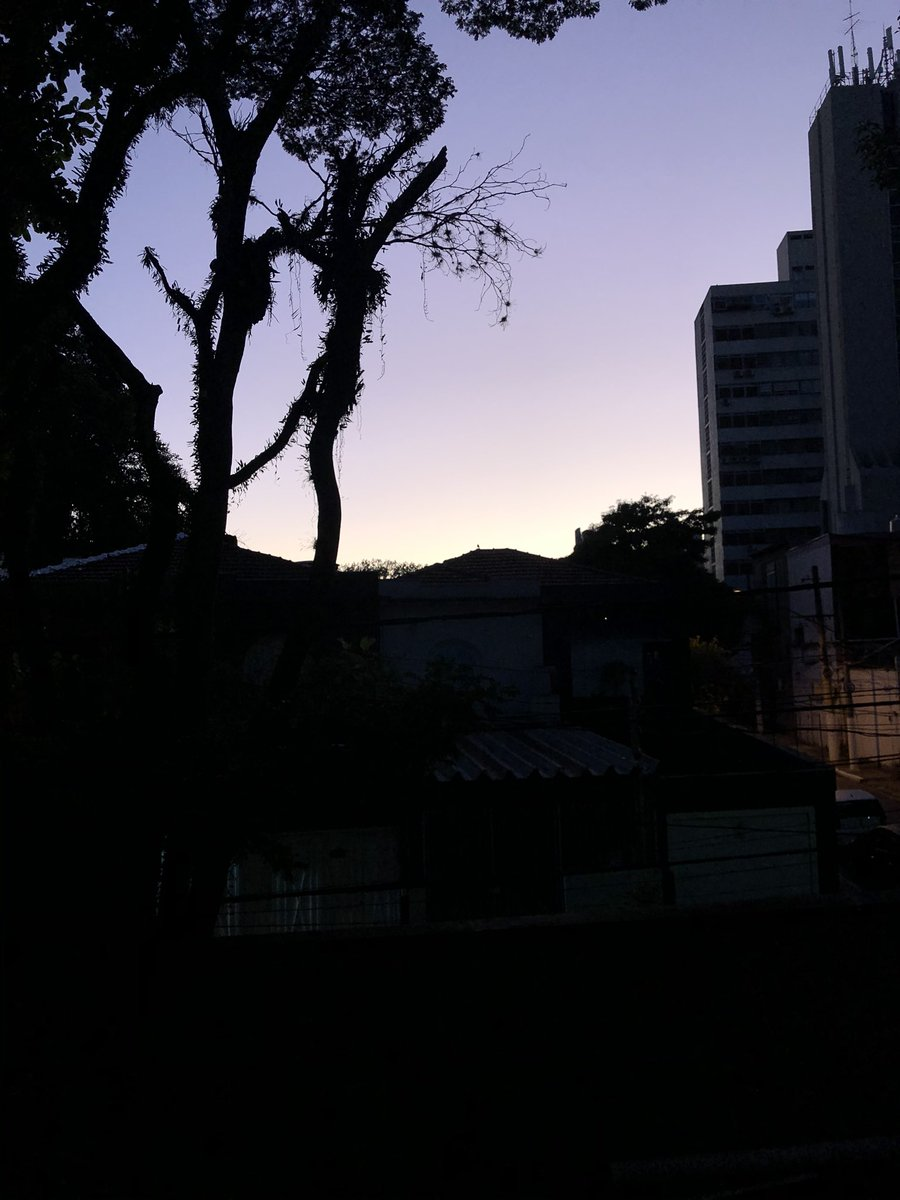 #saopaulo #solnascendo.  @hoje @o o dia do momento mais importante @agora @BomDiaBrasil @bomdiasaopaulo @Bomdiamundo1 #estouvivamaisumdiapic.twitter.com/trak0eMFY4