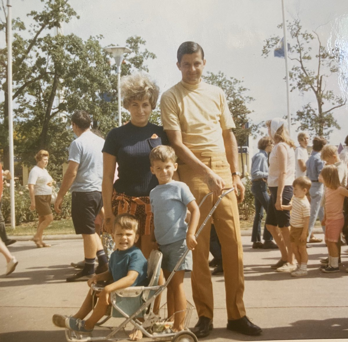Steve Mason On Twitter It S Nationalkindergartenday Here I Am Kindergarten Age With My Mom Dad And Little Brother Brian Not only for the fact it's promoting gambling to kids, but it also shows steve as someone who actually has an issue with gambling. mom dad and little brother brian