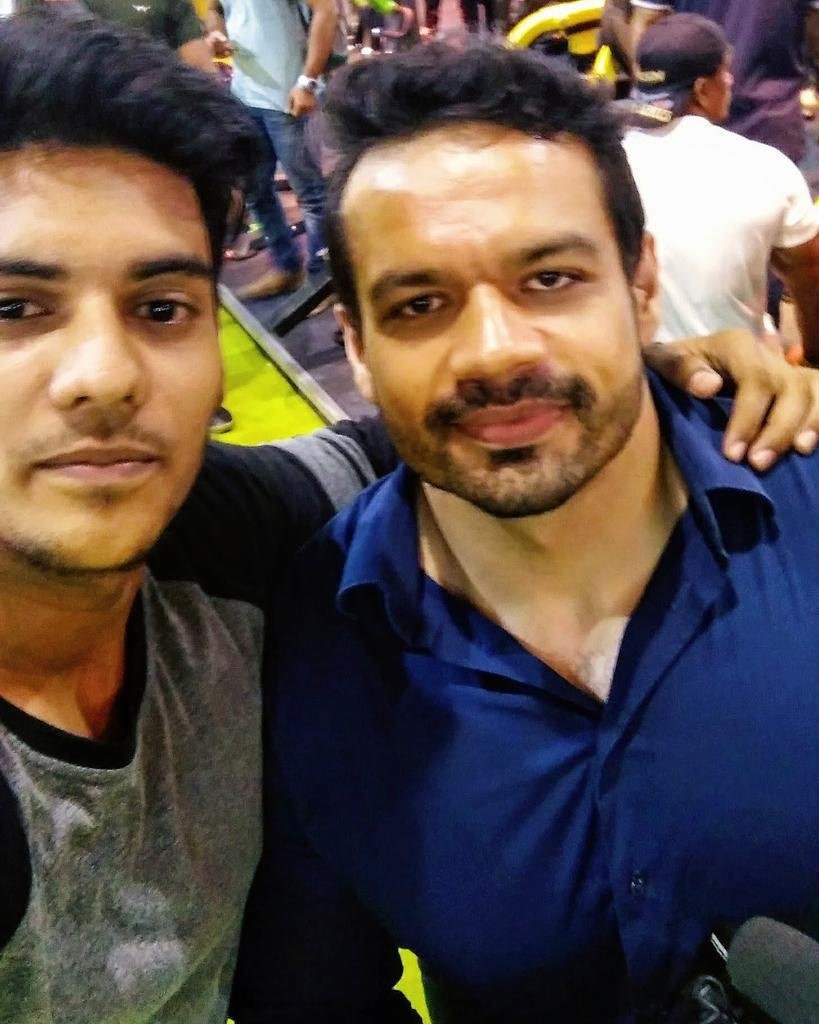 Met him in 2017, such a great person he is very humble and grounded. While taking this picture he was in hurry and was making his vlog at that time ☺️. Hope to meet you again @flyingbeast320 . #humbleperson #vlogger #flyingbeast