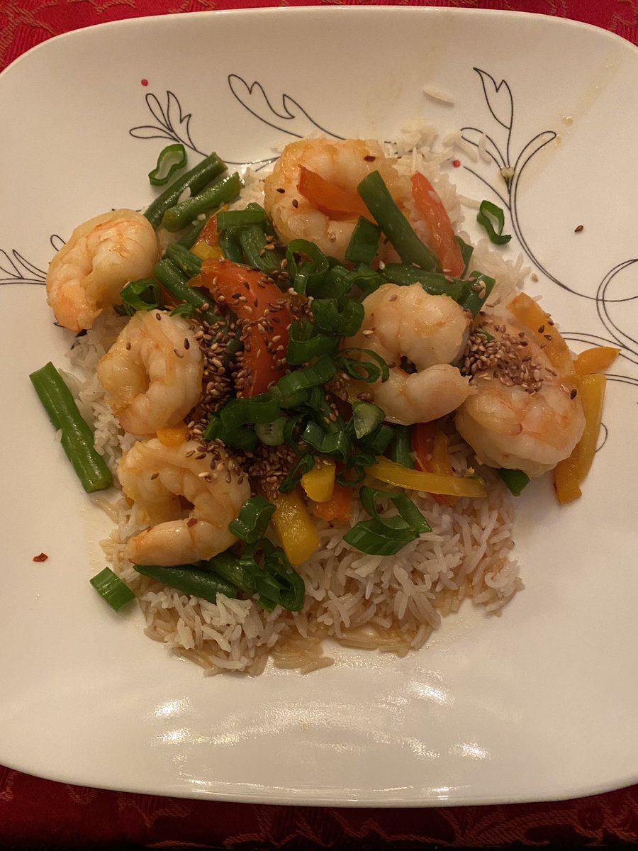 Made @ayeshacurry recipe from the @todayshow this morning! #success #todayshow #yummy #shrimpstirfry #gingerrice #dinner https://t.co/gXIMw4UmxR