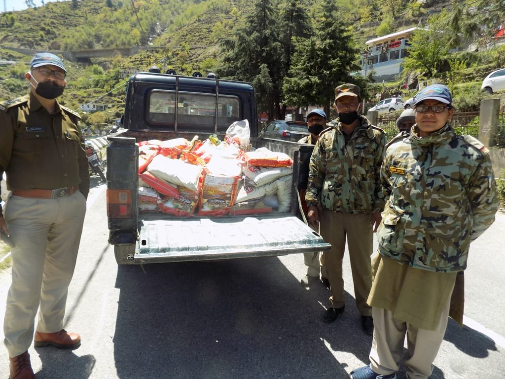 Distribution of ration in Gopeshwar region by Nandadevi National Park Division.  #NDNP#UKFD#Fights against COVID-19#Stay Home, Stay Safe. https://t.co/JOEp1oQw1j