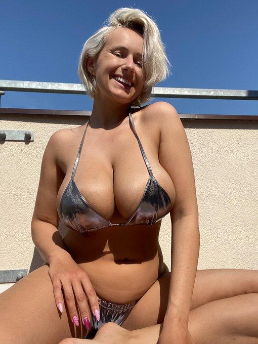 1 pic. Finally! The sun is here 🤗🤗❤️❤️☀️☀️🌈🌈 #sun #sunny #sunnyday #sunshine #bikini #bikinilife #bikiniaddiction