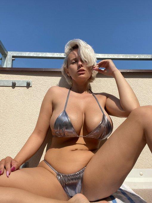 3 pic. Finally! The sun is here 🤗🤗❤️❤️☀️☀️🌈🌈 #sun #sunny #sunnyday #sunshine #bikini #bikinilife #bikiniaddiction