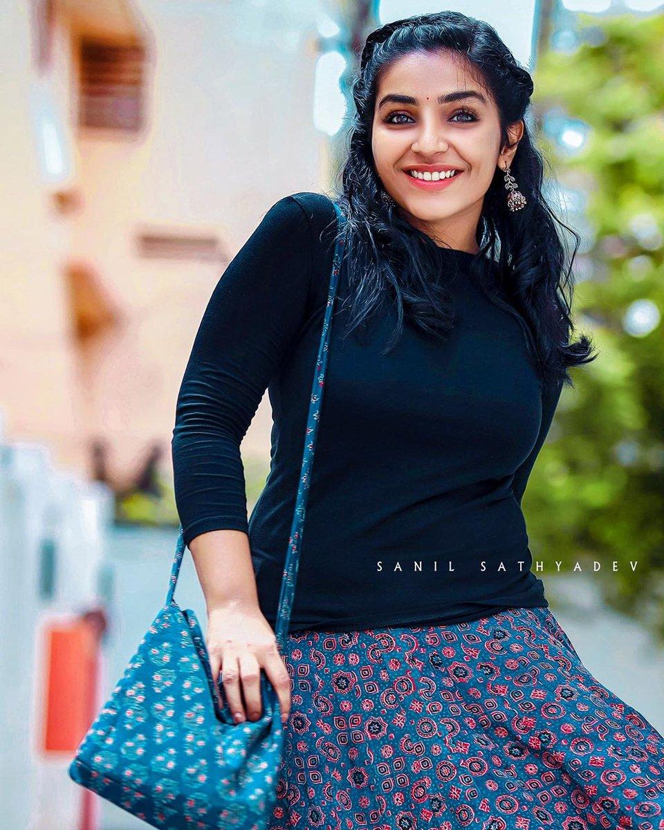 """Rajisha Vijayan on Twitter: """"Happiness is ❤️ #கர்ணன் #Karnan… """""""