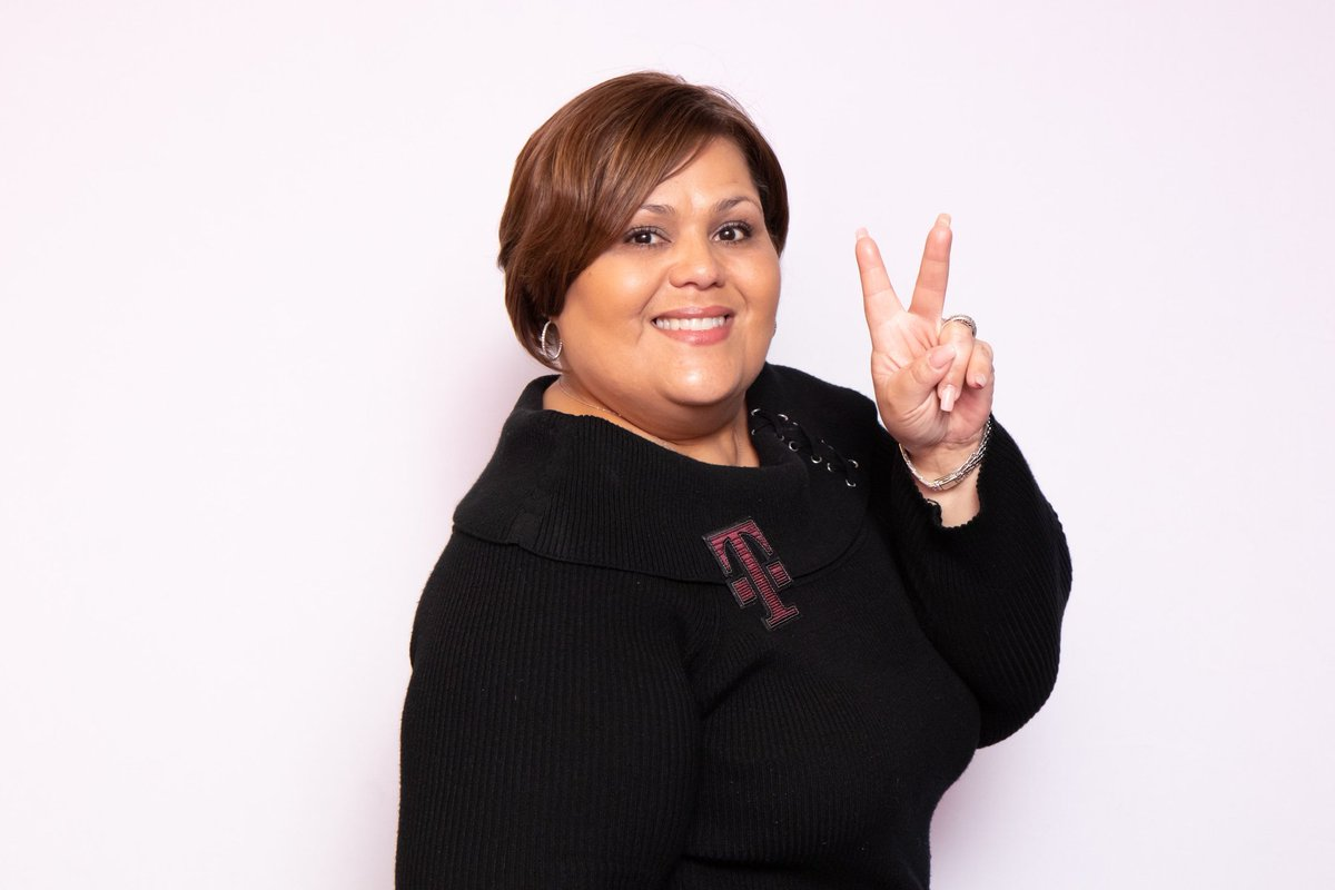 Thank you Wanda G. 🎁🎉 (East Region SuperHero) for the tremendous job you do and the extraordinary support you give to the #EastRegion. Happy Administrative Professionals Day!! @TMobile