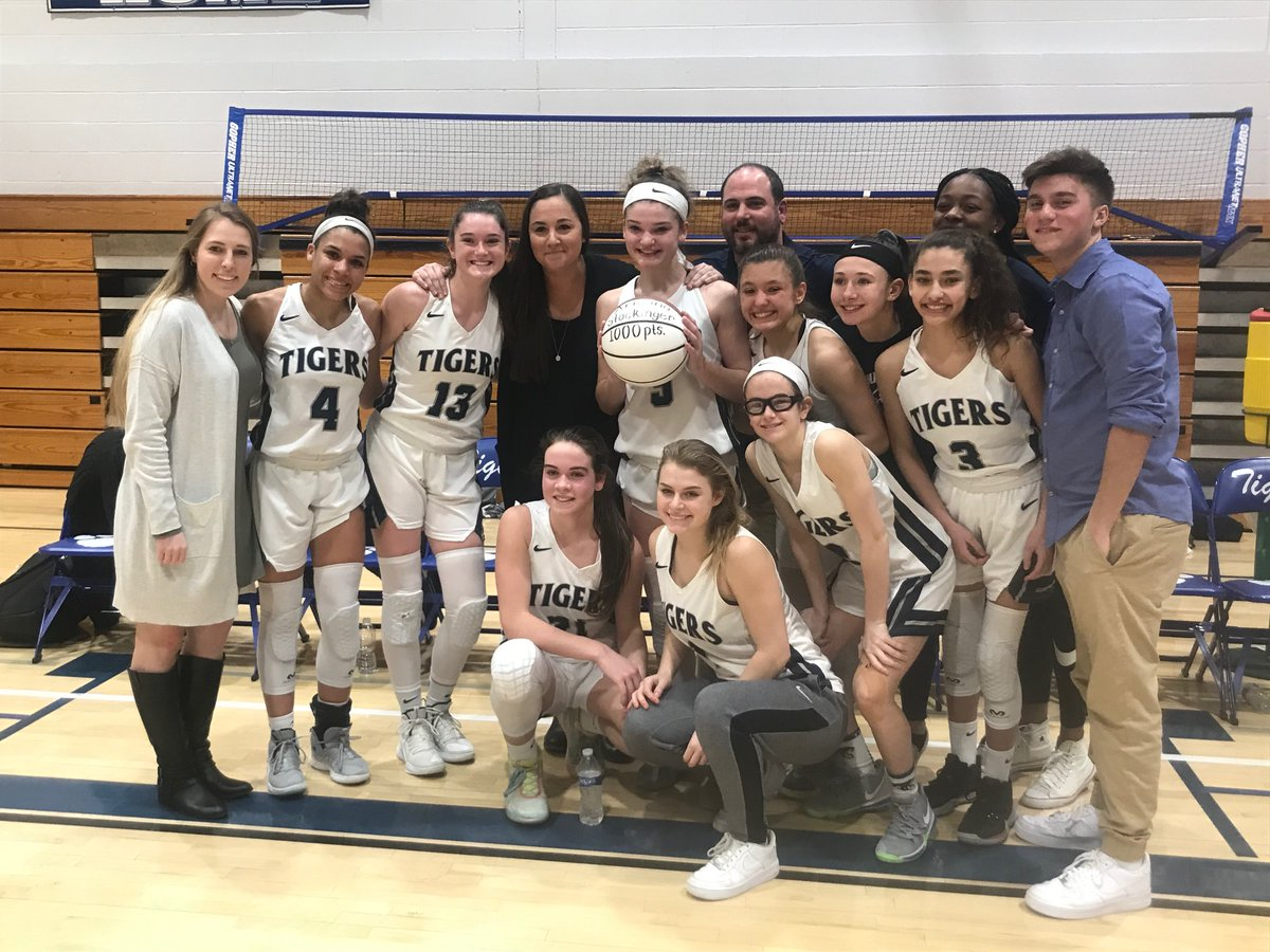 Congratulations to the Putnam Valley girls basketball team on their first ever Section I Class B championship. The team went 21-3 led by its three senior and coach Kristi Dini. #nysphsaarefuels #refeulingchampions @PVAthletics1 @putvalleyhs @SecOneAthletics https://t.co/VWqsQzqB2p