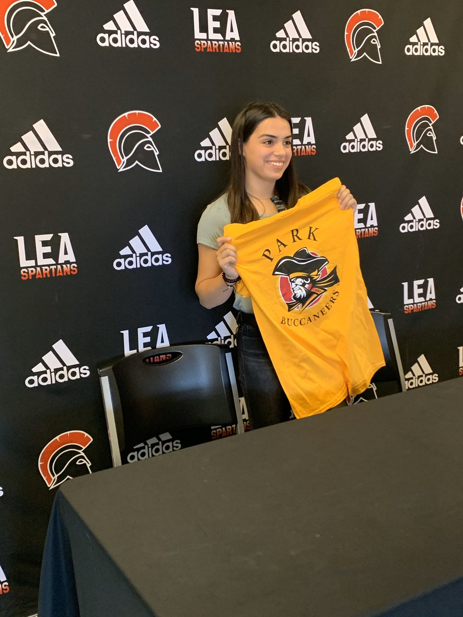 Congrats to senior Jordyn Espinoza who signed last night to run cross country at @ParkBuccaneers! Way to go Jordyn, we are proud of you and can't wait to see you run in the fall! https://t.co/PfYLXROiZm