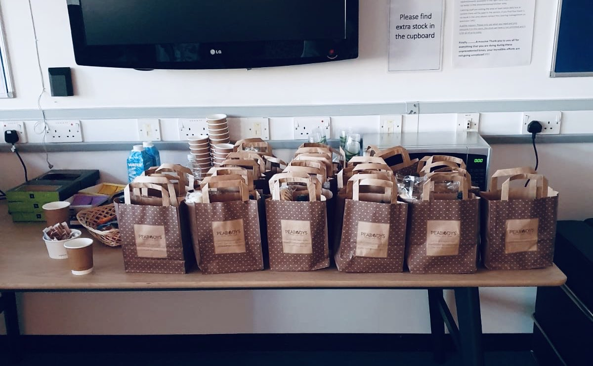 Good evening fabulous staff working at #StGeorgesHospital. As per tonight we will be delivering our #giftbags to the #wellbeing hub based in the cardiac gym on the ground floor of the Atkinson Morley Wing. Keep up the fantastic work everyone. #teamgeorges @StGeorgesTrust https://t.co/OzYw2MoTEp