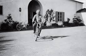 Life is like riding a bicycle. To keep your balance, you must keep moving. Albert Einstein / vía @ValaAfshar https://t.co/QuCBgMbiJ2