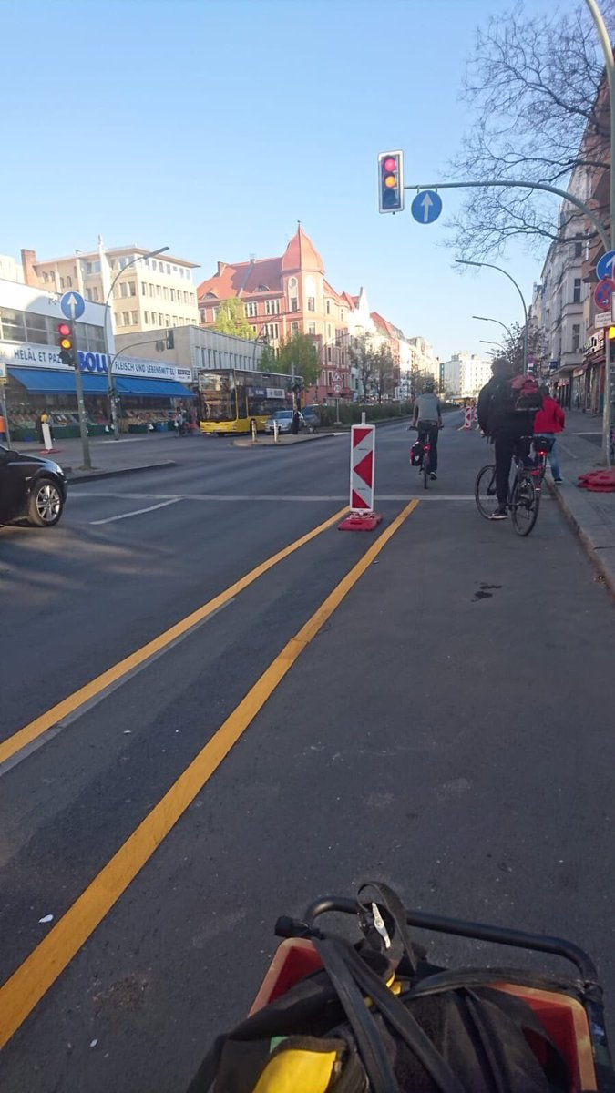 💛 PopUp-Bikelane #Berlin am Kottbusser Damm - formerly known as Kottbusser Damned 🙌 @BA_Xhain @SenUVKBerlin #corona #Verkehrswende #SocialDistancing Was passiert in Hamburg? #radperle #hamburg #mobilität @HH_BWVI @GRUENE_Hamburg @fegebanks @TschenPe @spdhh #radpropaganda