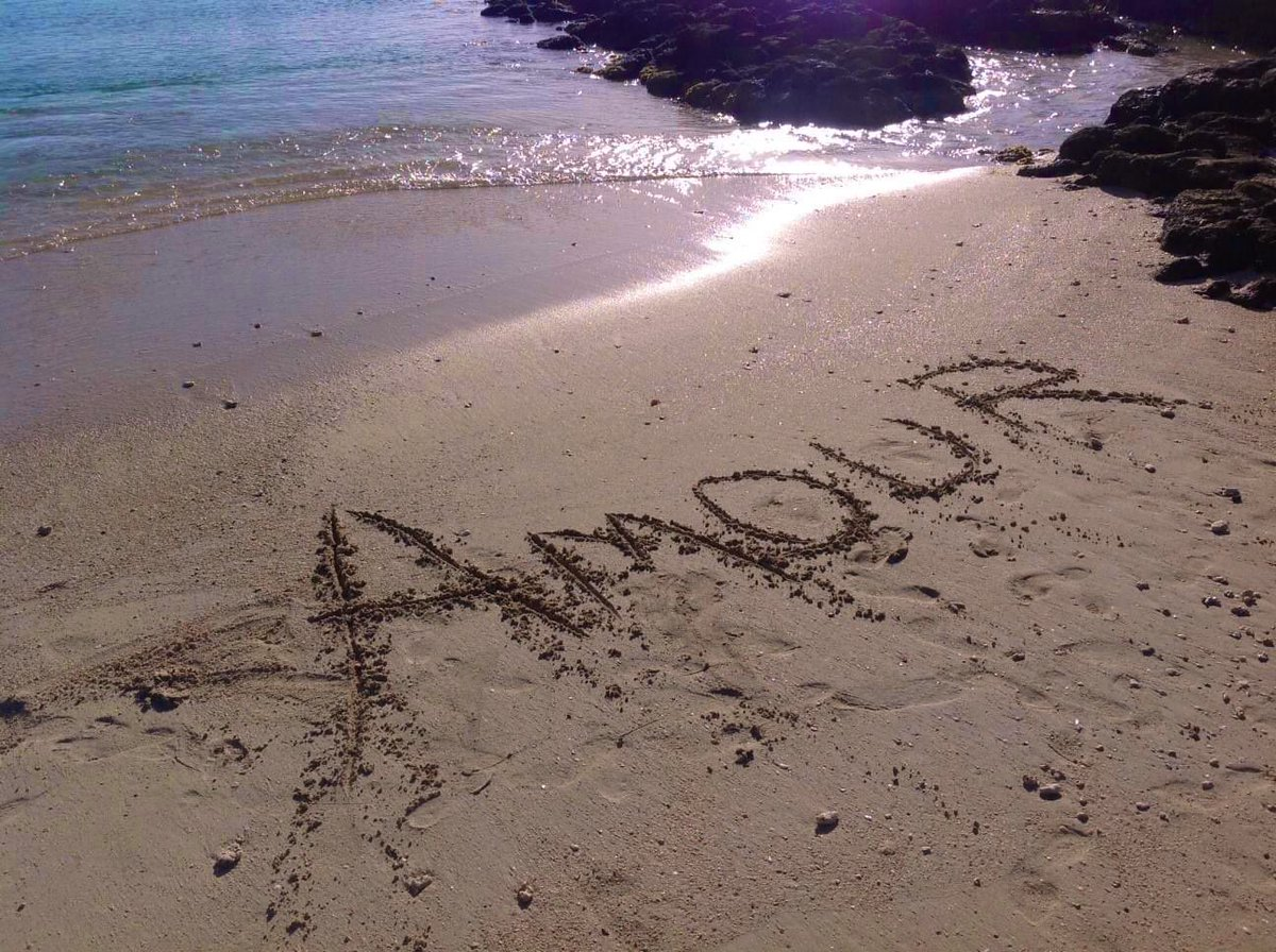 On the beach or online  Sweet or sour Anywhere any hour #Amour you are #divine  #confinementcreatif #confinementchallenges<br>http://pic.twitter.com/hP6sCdEvEl
