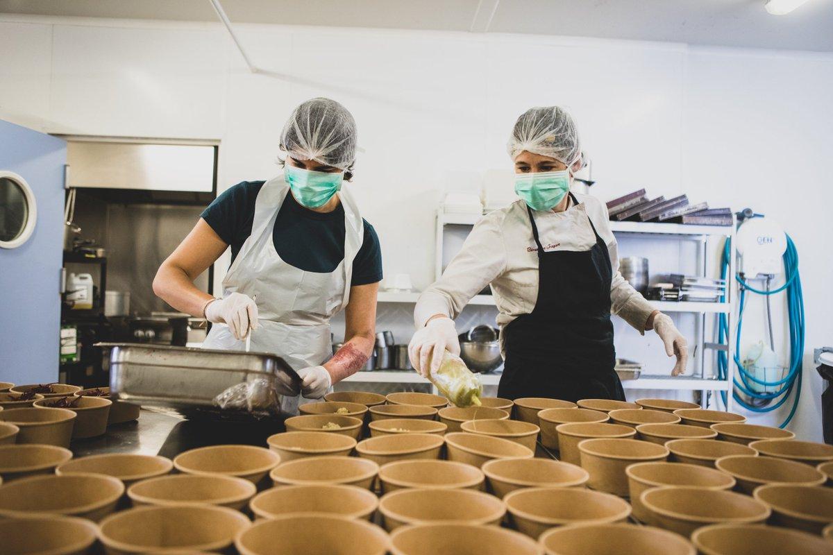 1⃣0⃣3⃣8⃣7⃣🍽️ C'est le nombre de repas que la Communauté Écotable a cuisiné et livré aux soignant.e.s depuis le début de la crise sanitaire, dans une démarche d'alimentation durable et en garantissant une juste rémunération aux producteurs. On continue : https://t.co/bALpBeDKEp https://t.co/0tvsMGFcu5
