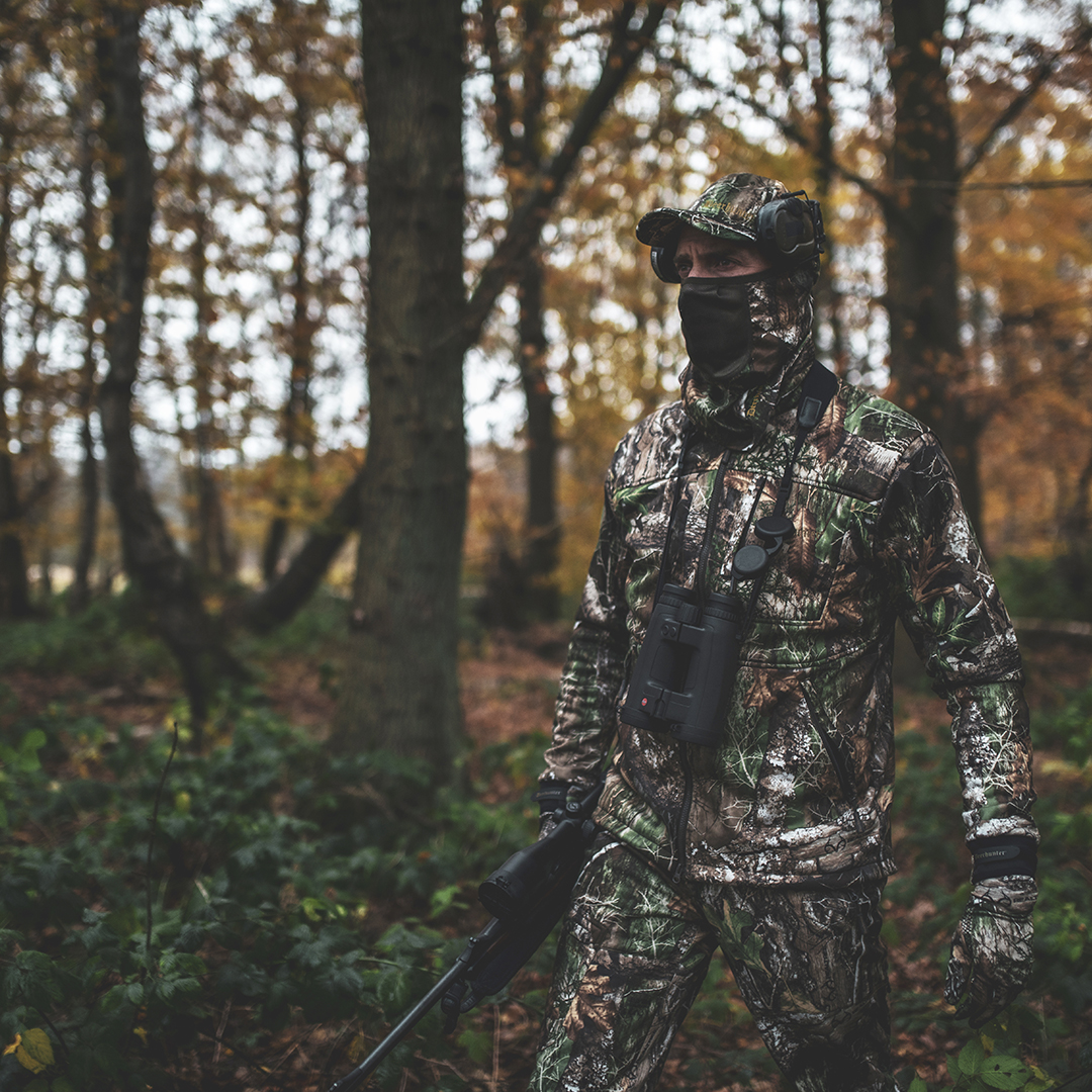 Approach is available in the exclusive #Realtree Adapt camouflage, which allows you to blend in completely with your surroundings. The set is extremely silent and is designed for the active hunter with focus on freedom of movement  https://t.co/RZyCcPG43X  #Deerhunter #camouflage https://t.co/7ddQv4yRUn