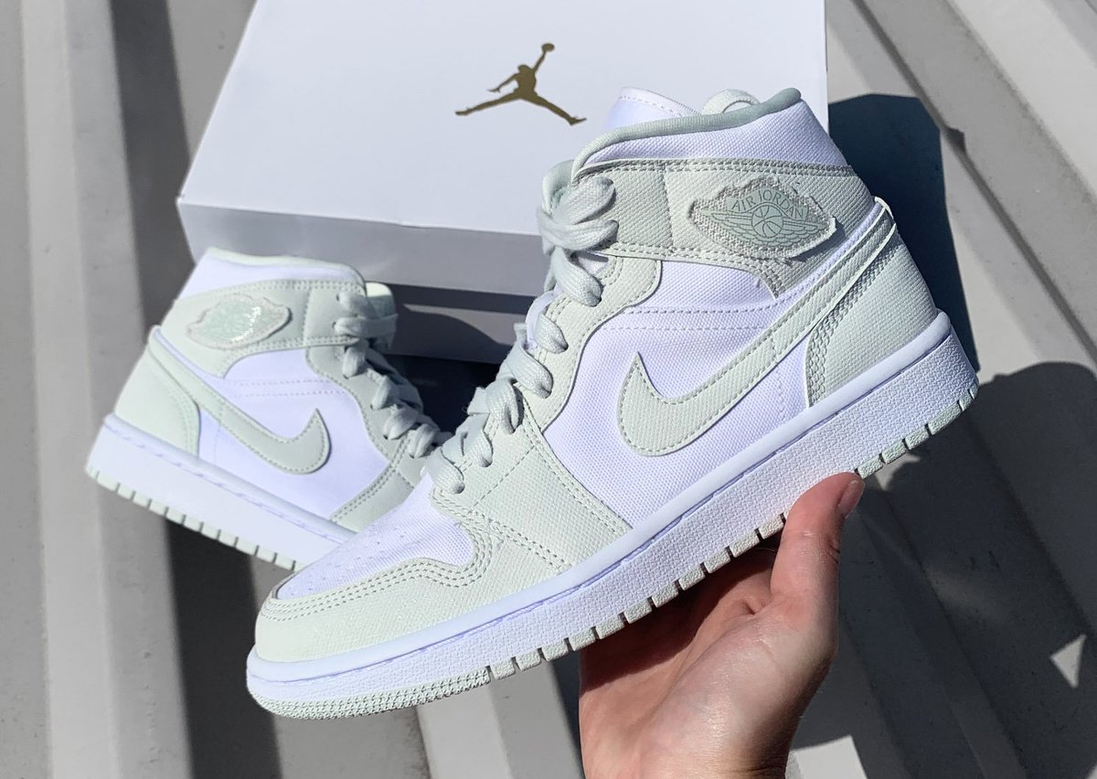 FREE GIVEAWAY! We are giving away this Air Jordan 1 Mid 'Spruce Aura' to one lucky winner🚀  All you have to do is...  1. Follow @TheSoleWomens  2. LIKE and RETWEET this tweet  3. REPLY with your UK shoe size   Good luck everyone! Winner will be announced 07.05.20 https://t.co/OK7TQMpjLW