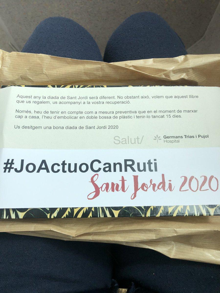 @elmonarac1 #SantJordi2020 #SantJordiRAC1 #joactuocanruti Detalls molt grans.. #germanstriasipujol https://t.co/0Zpoczqq7d