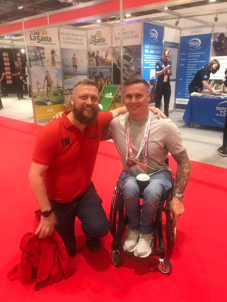 12 months ago today I met @davidweir2012 while collecting my race pack for the London Marathon. Only time I have been in awe of someone I have met. Guy is a legend. Also met @Nell_McAndrew! https://t.co/PZmfonA669