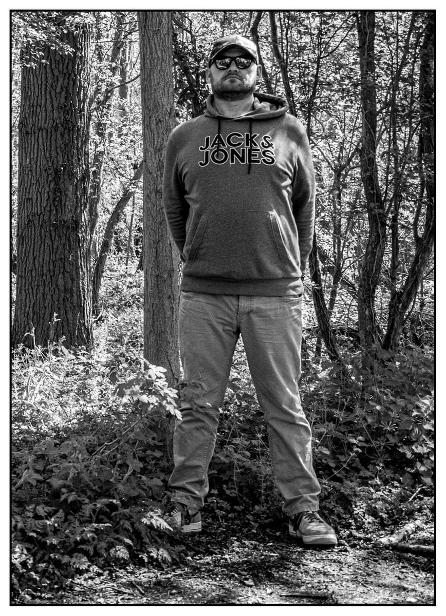 Two images of myself from the last self portrait photoshoot in the woods local to me.  S. Muston Photography #portraitphotography #portrait #selfportrait #monochromeportrait #monochromephotography #photographer #blackandwhiteportrait #jackandjones #mensfashion #menswearpic.twitter.com/9ObHSS6Joe