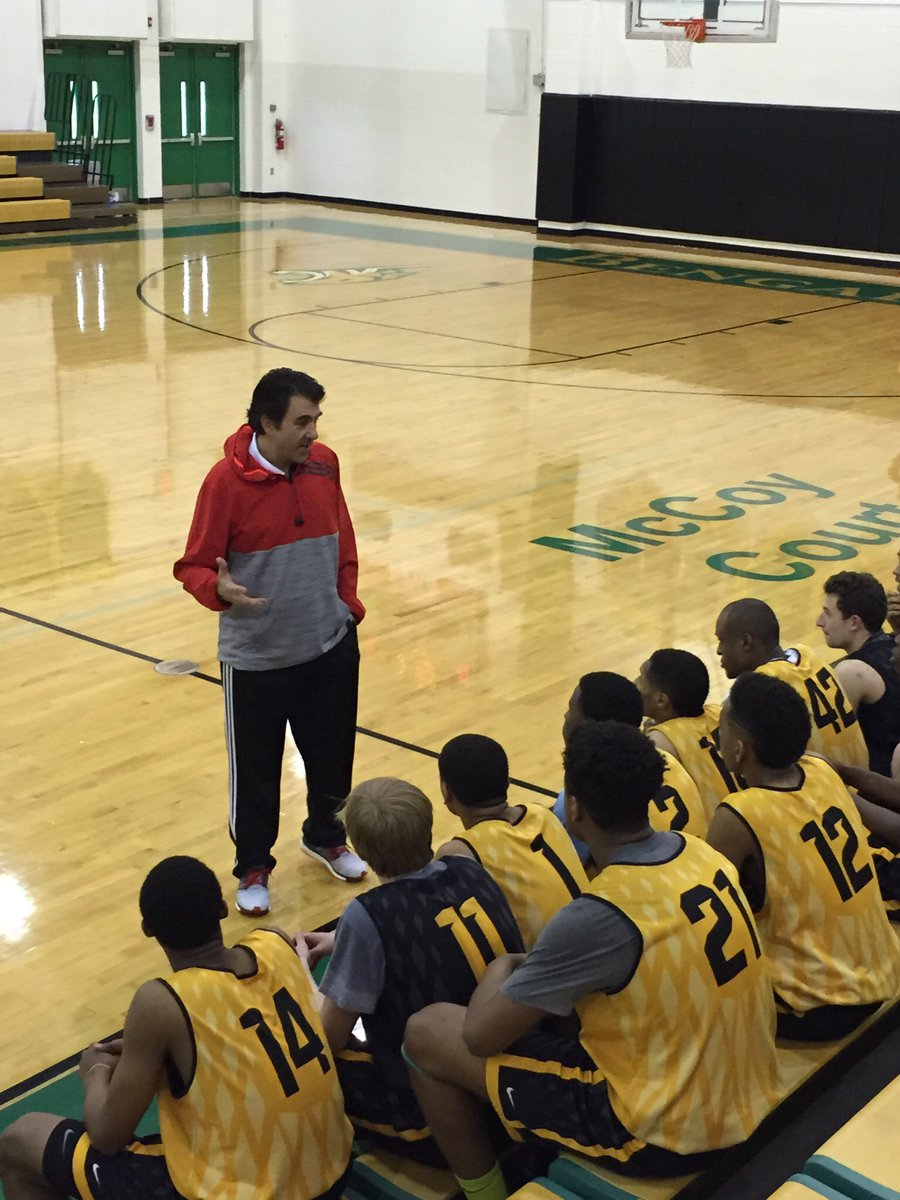 Before our 1st trip @WhosNextHS Nationals in 2015, @PaulBiancardi stopped by to speak to the #gdshoopfam! #tbt https://t.co/BlkDkVHBPg