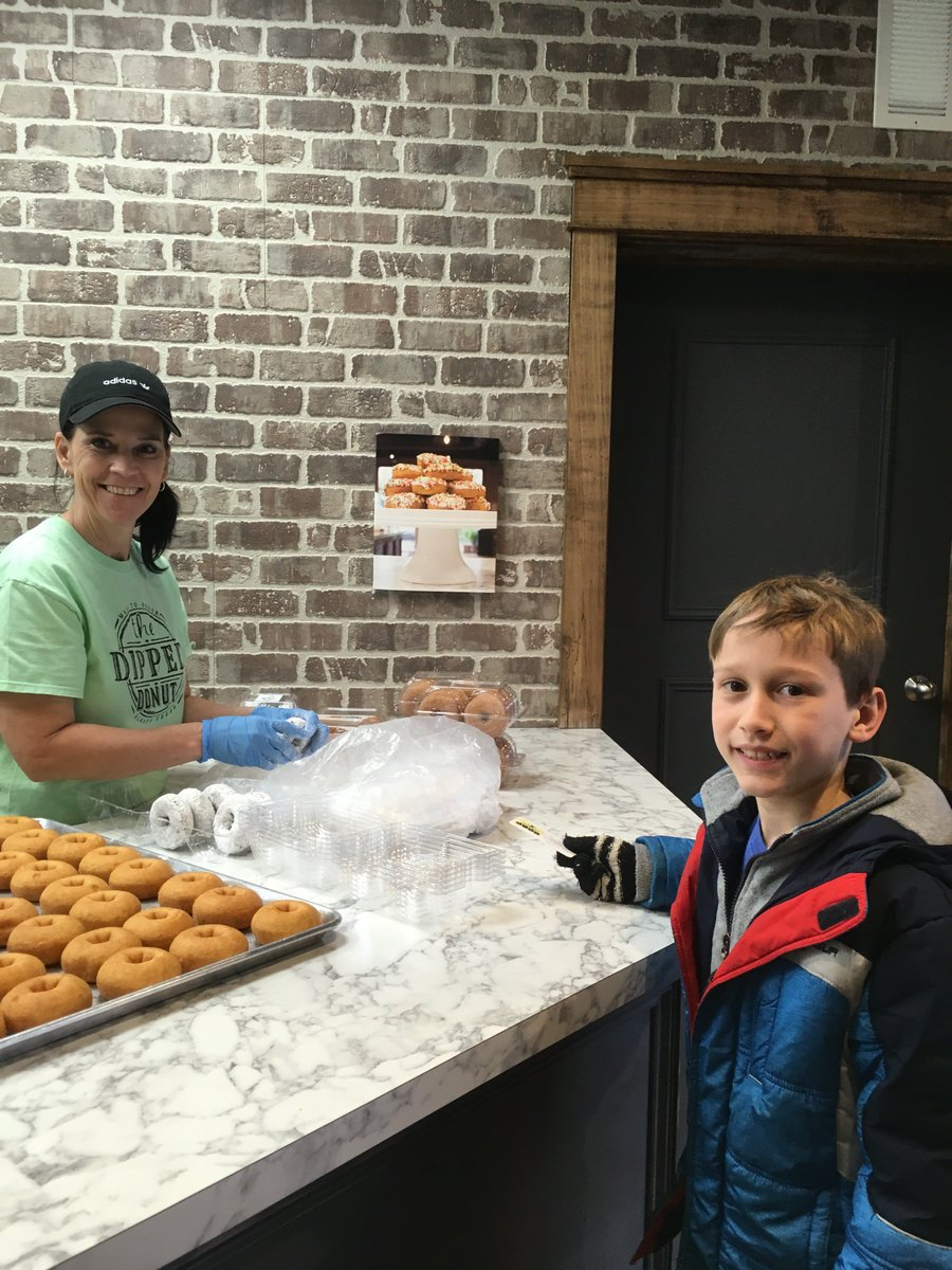 @thedippeddonut in Delaware gave BEEKind cards to the schools to promote kindness - here is our friend from BV West cashing in his BEEKind card for a dipped donut pre-school closures. #WeAreBV #BeeKind #BVKind #BVWest @BV_West @BVWestPTO https://t.co/8WIOEItSw6