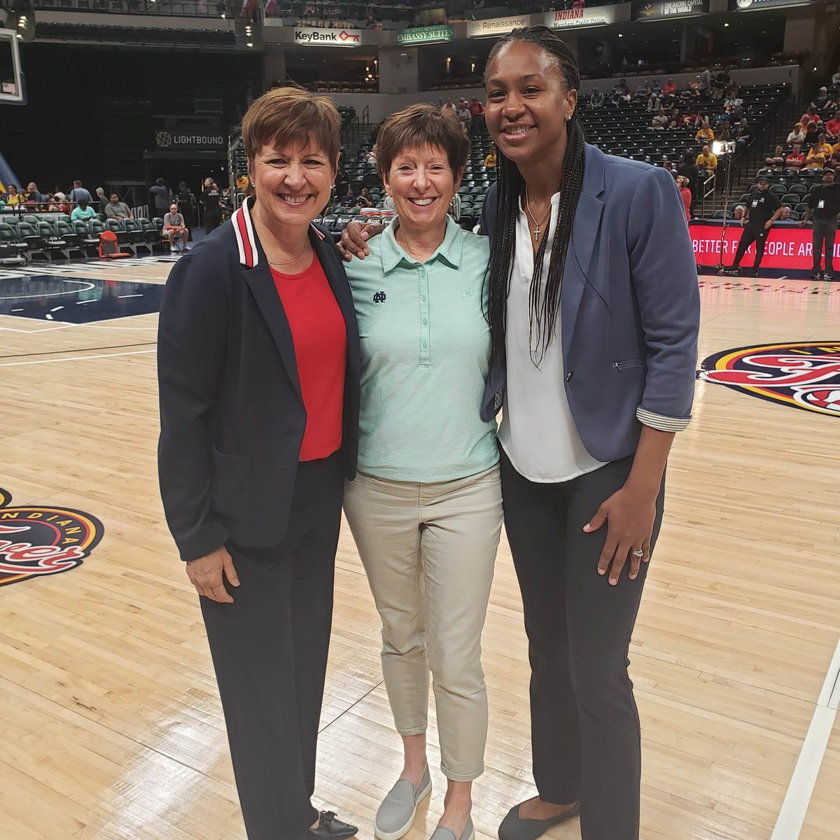 Big s/o to @ndwbb @MuffetMcGraw - a legend both on and off the court! ❤🤗 Thank you for being a solid force on the court with your demeanor, your style and your presence. While one chapter closes, another begins!! Here's to the next chapter 💃🏽 #GodBless #Inspiration #Legendary https://t.co/XTql7mFrcj
