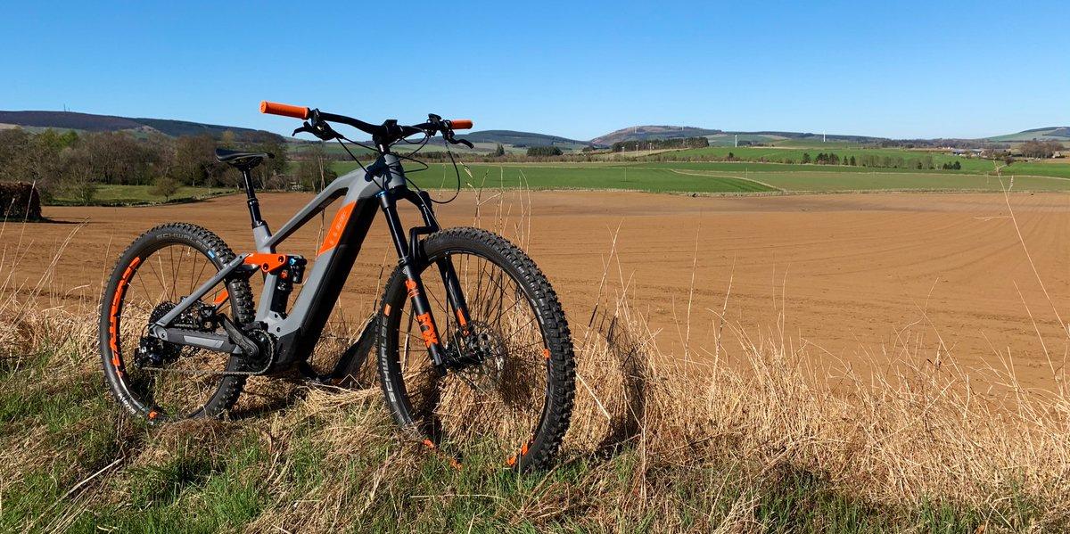Blue sky day... bike all set up. Happy days!  #cube #Stereo #Hybrid #Aberdeenshire #Scotland #cycling #eMTB #Bosch #foxsuspension #magurabrakes #sram #srameagle #schwalbe pic.twitter.com/HLOG9VaKlJ