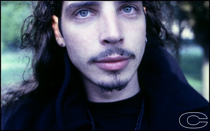 Wave goodbye: Chris Cornell forever - Página 9 EWTTed7UcAYmFa9?format=jpg&name=small