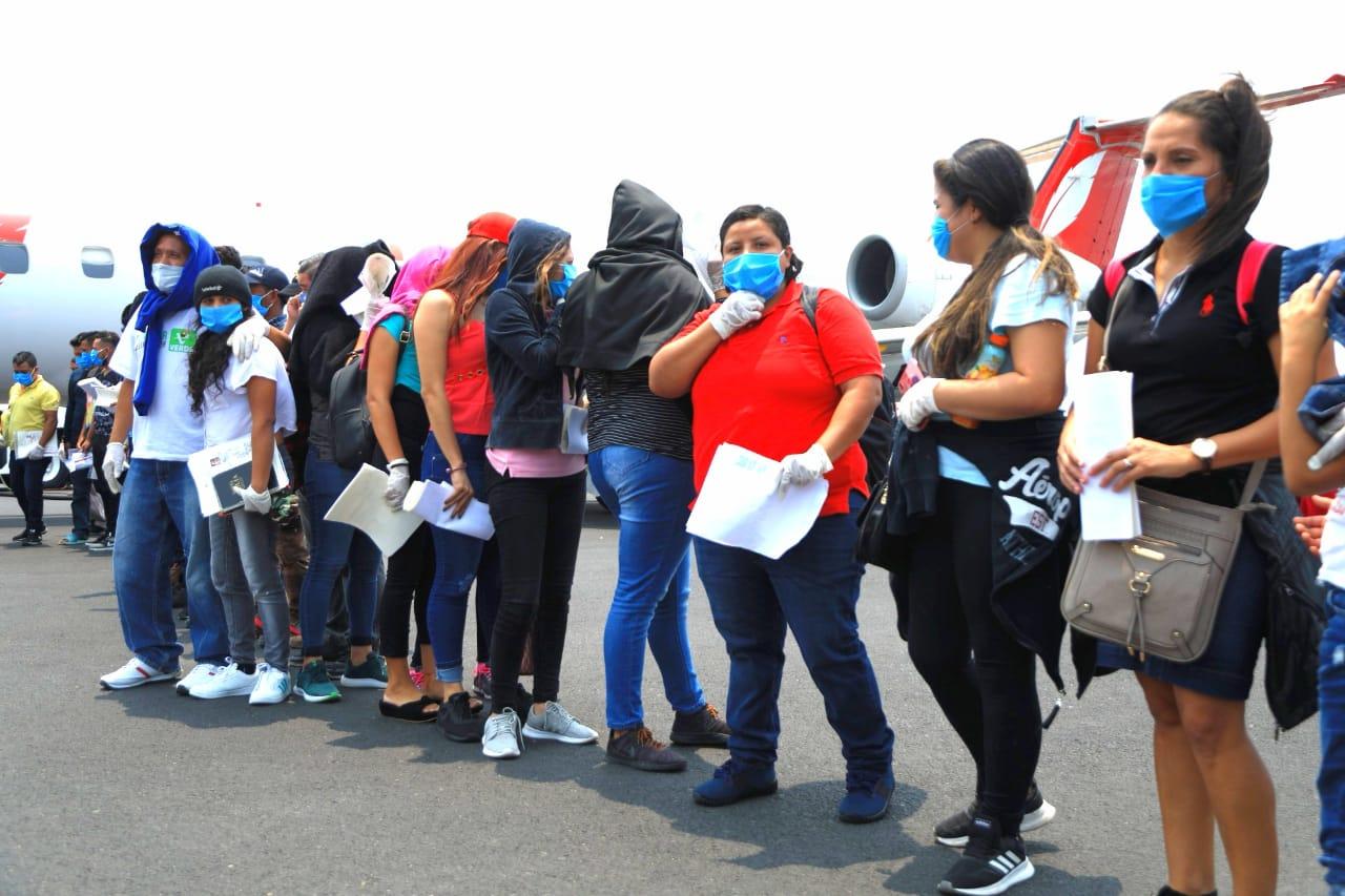 41 salvadoreños migrantes regresaron al país este jueves