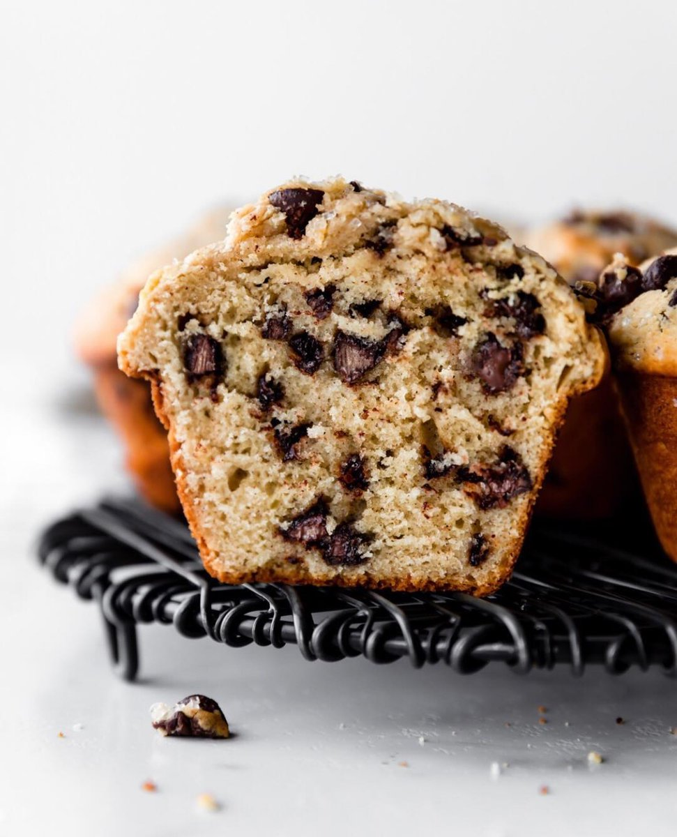 Weekday baking therapy: Chocolate Chip muffins! A few simple ingredients and chocolate chunks! Visit our Explore Chocolate/Recipes page on our website for detailed instructions. https://t.co/W3Ar13h2eb  #bestmuffinever #chocolatechunk https://t.co/VlYrJII2jW