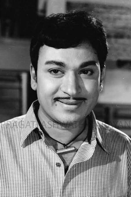 Read this and holds true to you sir : There are heroes and theres are legends. Heroes get remembered ,but legends never die.  Happy birth anniversary  Dr. Rajkumar sir 🙏 https://t.co/uqICAYSxDa