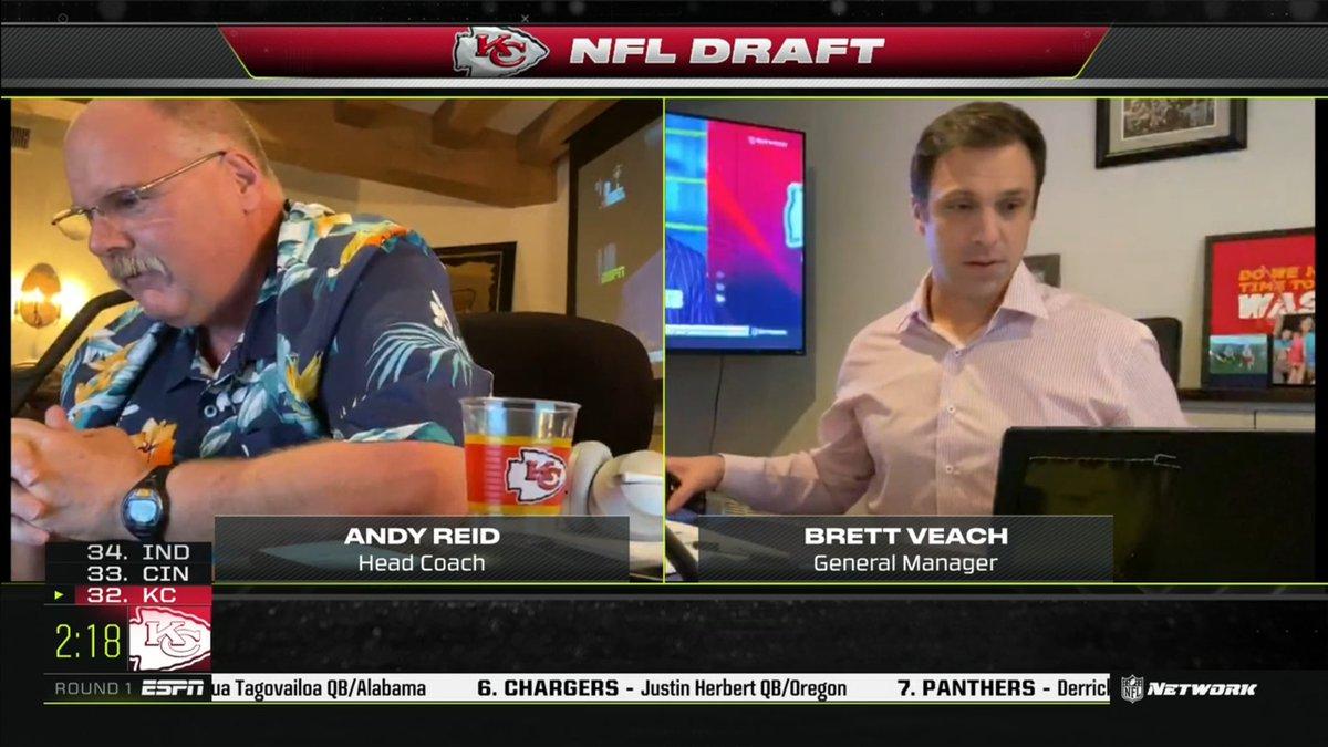 Andy Reid texting his intern #NFLDraft