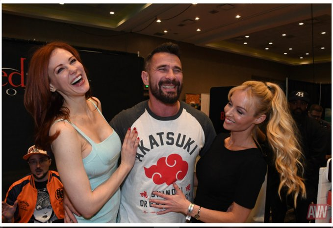 Throwback to that presocial-distancing time with @maitlandward and @manuelferrara on the @avn convention