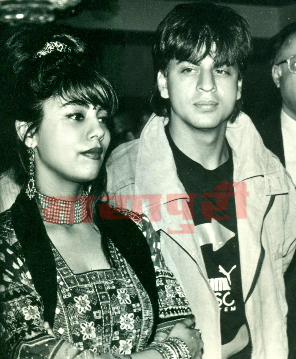 Find someone who looks at you as @iamsrk looks at @gaurikhan ❤️🥰  #Lovestory #allthingslove #ShahRukhKhan #SRK #bollywood #FlashbackFriday #mayapurimagazine @SRKUniverse @SRKUniverseBOL @SRKFC_PUNE @SRKFC1 @SRKFCMH