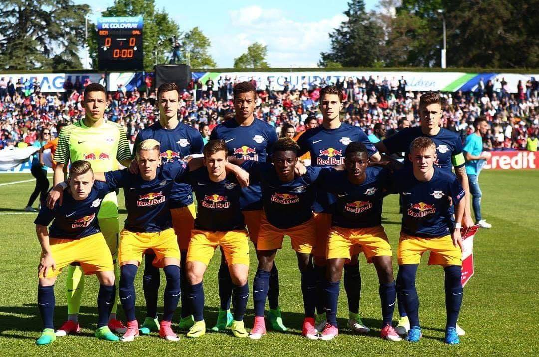 3 years ago today playing for @RedBullSalzburg, we came back from a goal down to beat @SLBenfica 2-1 in the finals of the @UEFAYouthLeague which was my 1st trophy 🏆🏅 as a professional player. ✊🏼🙏 https://t.co/ocX5o3nLC3