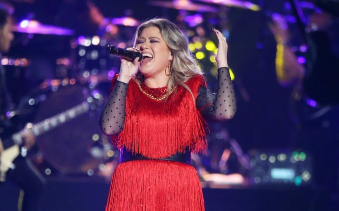 Happy birthday to Gramny winning queen Kelly Clarkson!