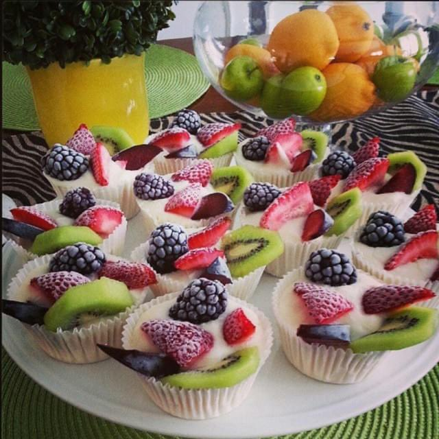 Frozen Yoghurt Fruit Cups are simple to make and are the perfect snack! -Scoop all-natural Vanilla Greek Yoghurt into cupcake cases & arrange your favourite fresh fruits & berries on top. -Freeze for 4hrs until solid. -Remove from freezer 3-4 minutes before serving. 📷Pinterest https://t.co/p6PLRnWDFg