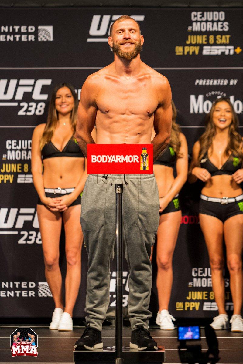 . @Cowboycerrone regresó al #Octágono solo 32 días después de su última victoria y se enfrentó a @TonyFergusonXT el 8 de junio de 2019 en #UFC238. #Cerrone perdió la pelea por TKO. Link en bio! #ufcnoticias #mma #ufcfighter #ufcespañol #octagonomma #follow #artesmarciales #Mexico https://t.co/z7FDVBzAqZ