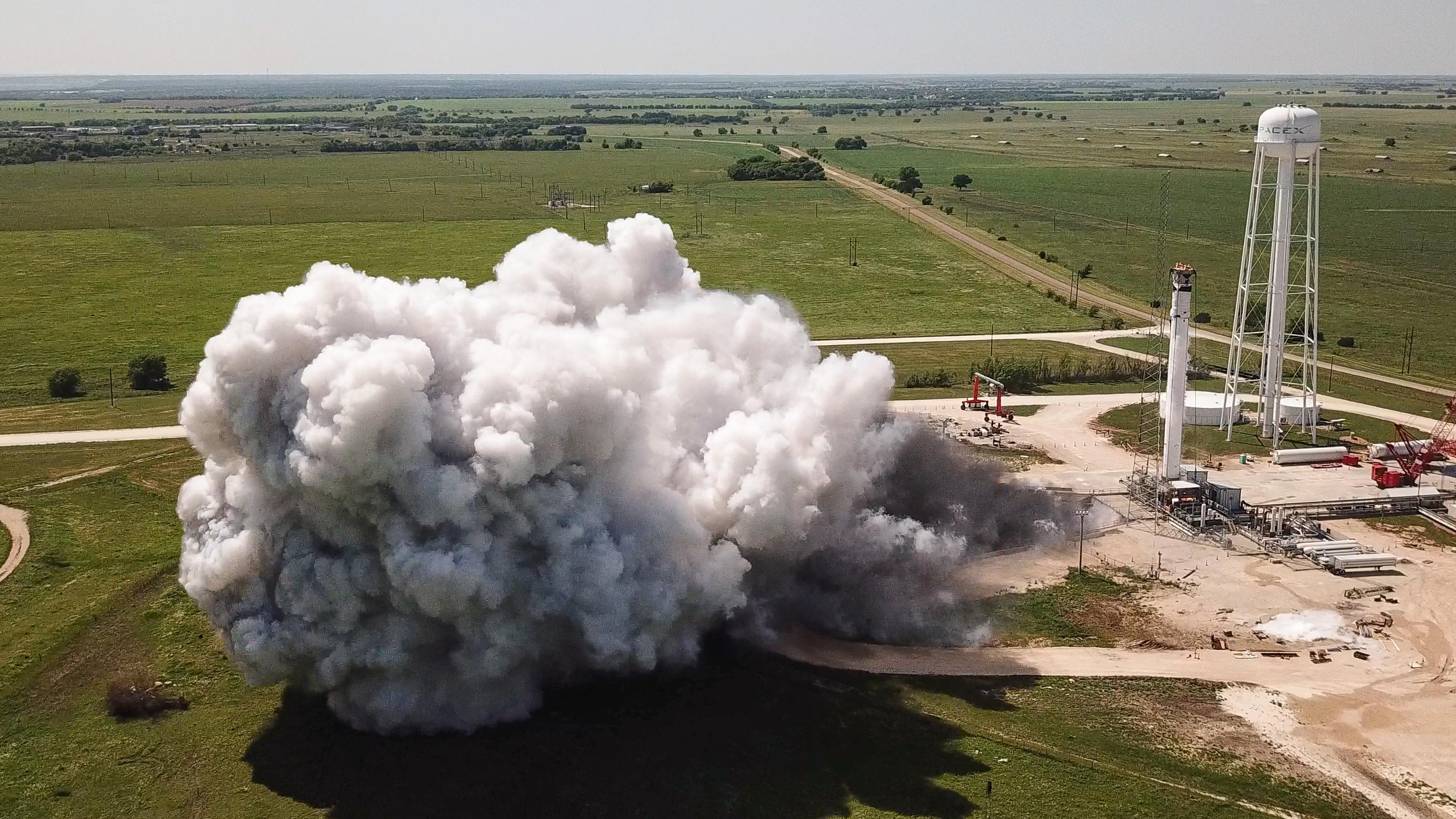 Falcon 9 (Crew Dragon USCV-1) - KSC - 31.10.2020 EWZ_w1BUcAAZAl4?format=jpg&name=4096x4096