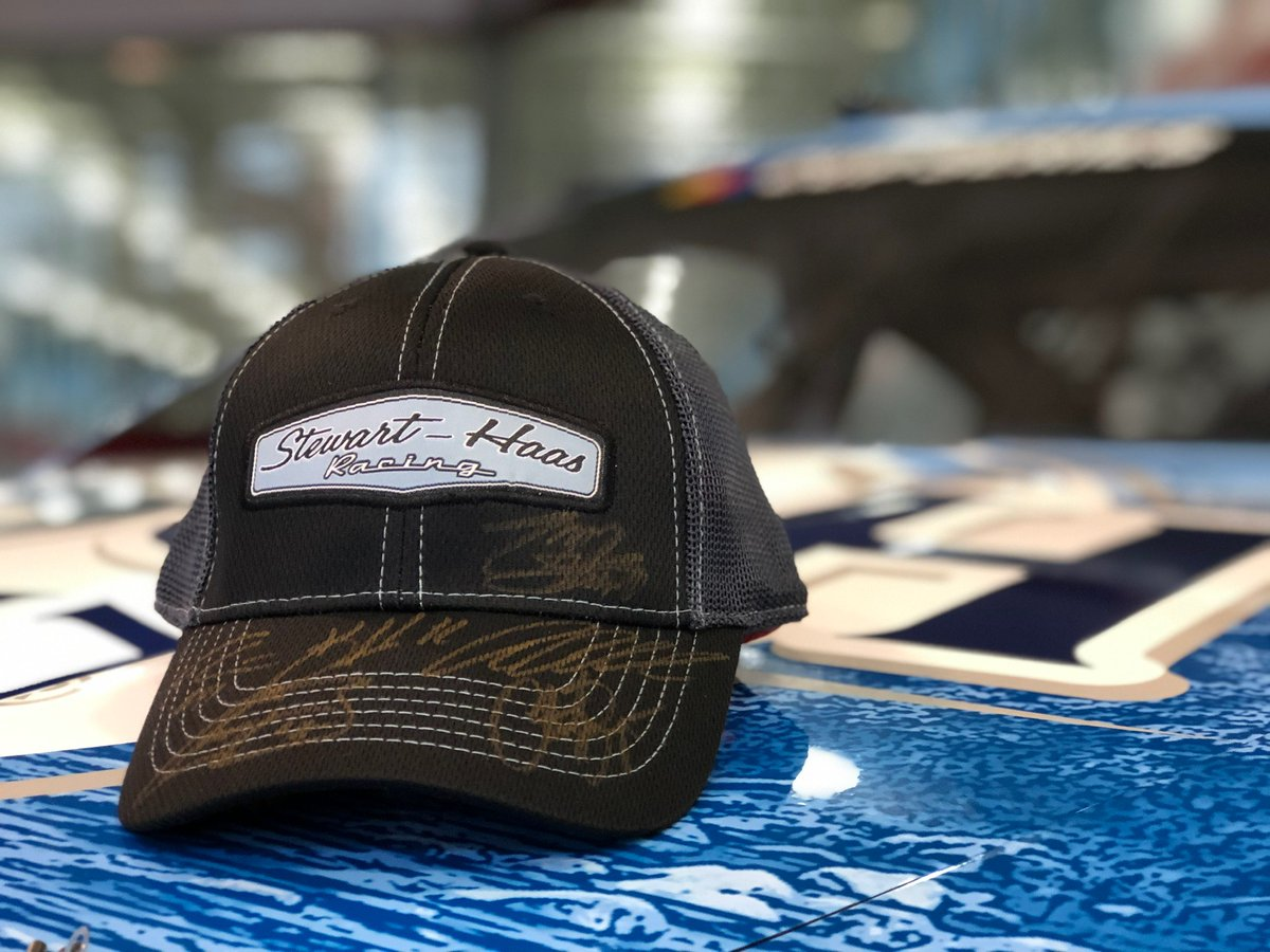 Let's top off this #FanFriday with a giveaway! Are you ready, #SHRFans? Two steps to enter: Tap the ❤️ and RT. One winner chosen Saturday, April 25 at 5:30 p.m. ET. U.S. residents only. Good luck!  #NASCAR https://t.co/jNE641UWxA