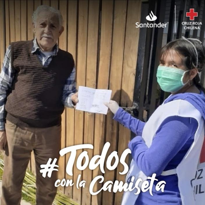 Se nos une @santanderchile a esta gran campaña por la @CruzRojaInforma ayudando con insumos y materiales para apoyar a gente en situación de calle en medio de esta emergencia del Covid 19. 💪¡Solo nos faltas tú!  #TodosConLaCamiseta https://t.co/ZbSXDnd04q