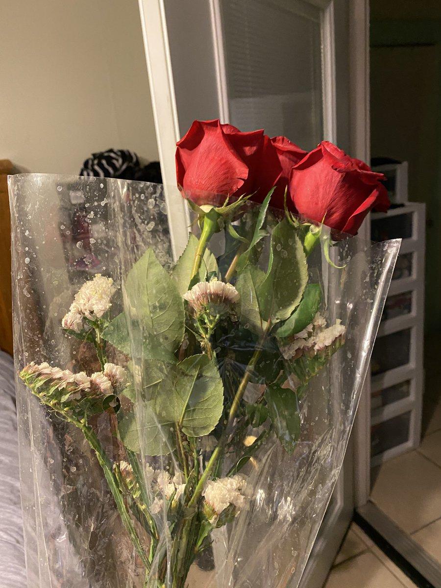 He made up for Valentine's Day tonight! So  @samtripoli and @StevenRandolph2  #valentines #valentine #InMay #brash #muffsaidpic.twitter.com/vXJ411dnqb