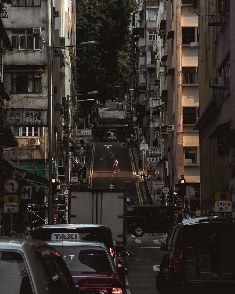 Repost @stefhakan ・・・ Been meaning to post more. So here ya go . . . #discoverhongkong #visualsoflife #visualhongkong #sonyhongkong #instameethk #heatercentral #streetphotography #streetvision #ourmoodydays #urbanandstreet #hongkonginsta #zolimahongko… https://instagr.am/p/B_rAkuHDbKz/pic.twitter.com/iXATRYTg2k