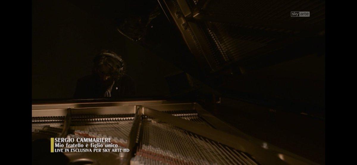 #buongiorno con @Cammarieremusic che suona il pianoforte in Mio fratello è figlio unico del Mito, a @SkyArte https://t.co/xarkkEnD4R