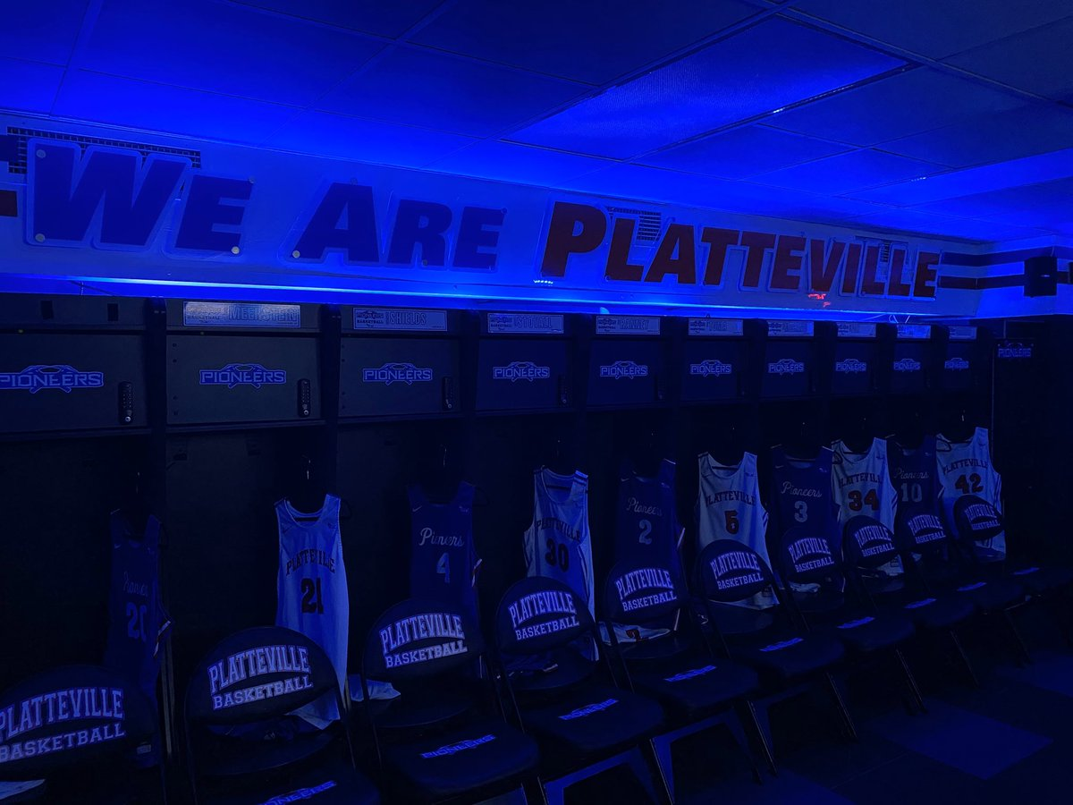 For those on the frontlines against the COVID-19 pandemic, our locker room is lit blue tonight in support and appreciation  Thank you to all the frontline workers for your continued efforts during this unprecedented time! #LightItBlue https://t.co/DXaTMWxXKY