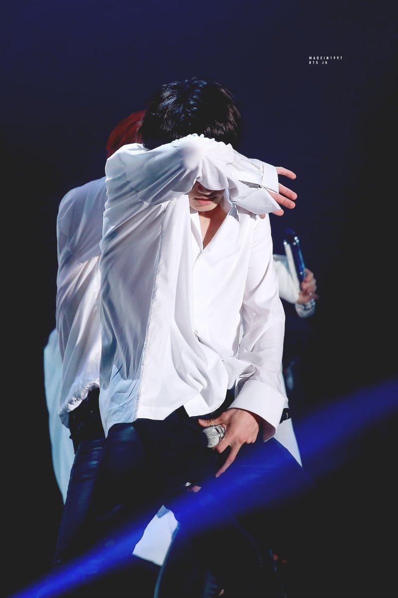 RT @madein1997_jk: white shirt & #thewingstour #JUNGKOOK #정국 #BTS @BTS_twt https://t.co/kKxAfTwdM0