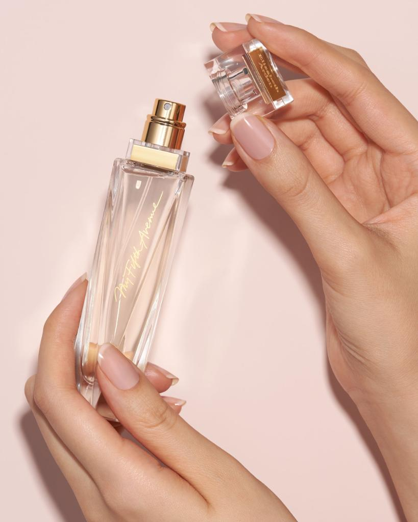 A rich, sophisticated floral with a legendary heritage. #EmbraceThePossibilities #MyFifthAvenue #ElizabethArden #AlwaysArden #Fragrance #Perfume https://t.co/uFrMbxnN27