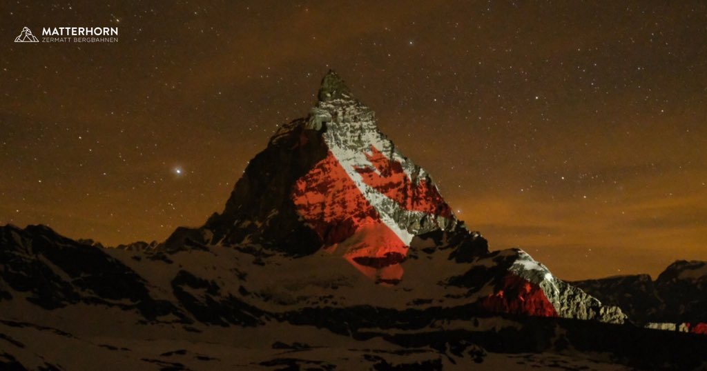 🇨🇭❤️🇨🇦 The #Matterhorn shines for #Canada. For #hope, #solidarity #friendship.   @zermatt_tourism @SusanBincoletto @CanSwitzerland @SwissMFAamerica #Covid19 #CAN75CH  lightartist #gerryhofstetter