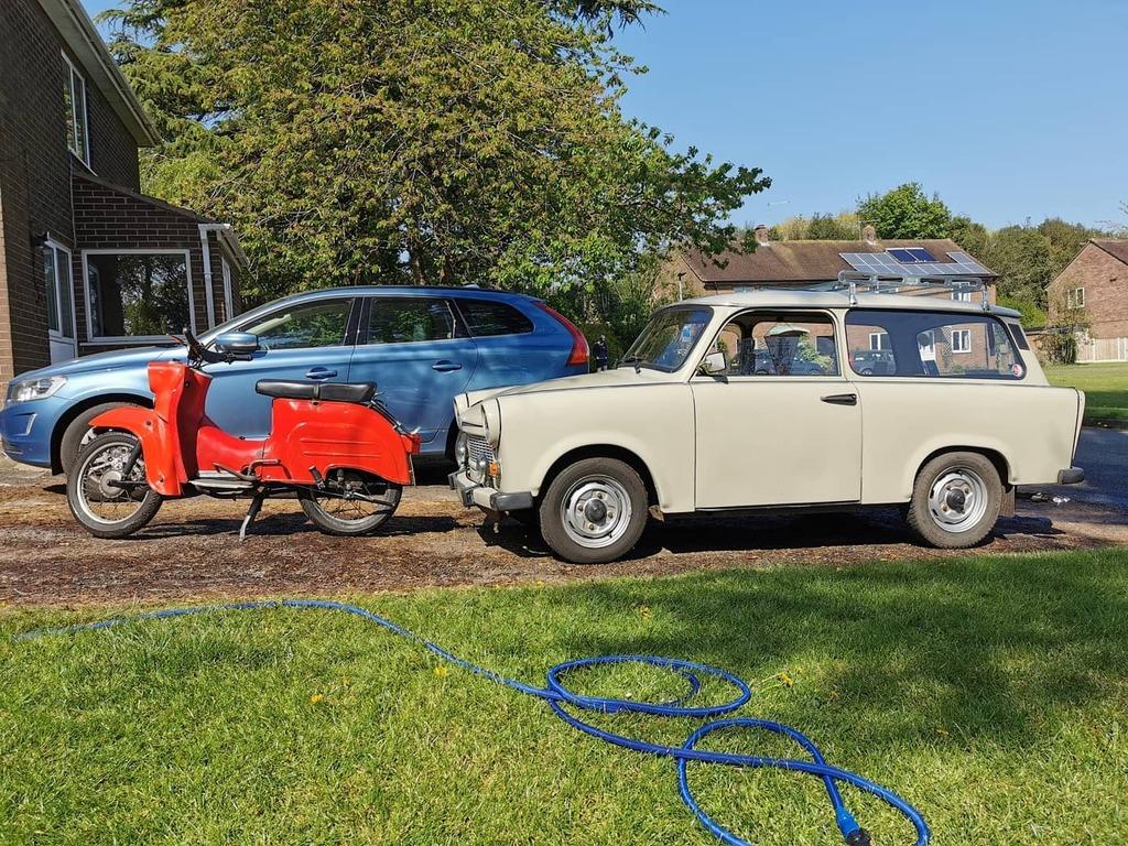 East German wash and wax  #IFA #Trabant #simson #schwalbe #eastgermany #easternbloc #germany #classiccar #classicbike https://instagr.am/p/B_aIJHtBZQR/pic.twitter.com/SXKo9bsbbd