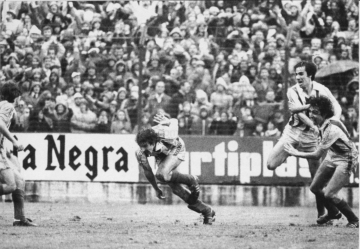 Gijón. 26 de abril de 1981.  En el último minuto en El Molinón…  ⚽ GOOOOOLLLLL DE ZAMORA!!!   🏆 TXAPELDUNAK!!! 💙   @Iqoniq | #HistoriaRS | #AurreraReala https://t.co/ejwkCJTKIn