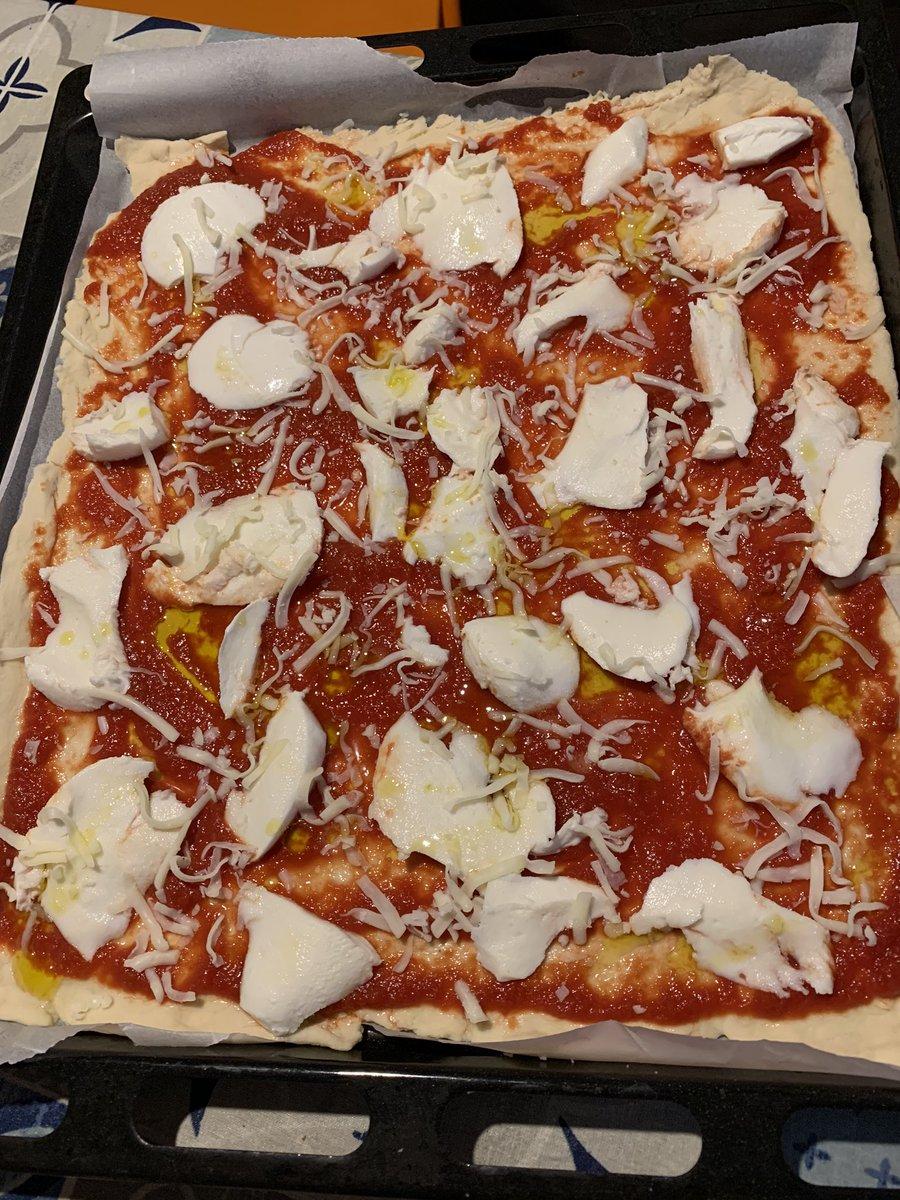 Pizza per tutti #BuonaDomenica #pizza https://t.co/pW29AasfPW