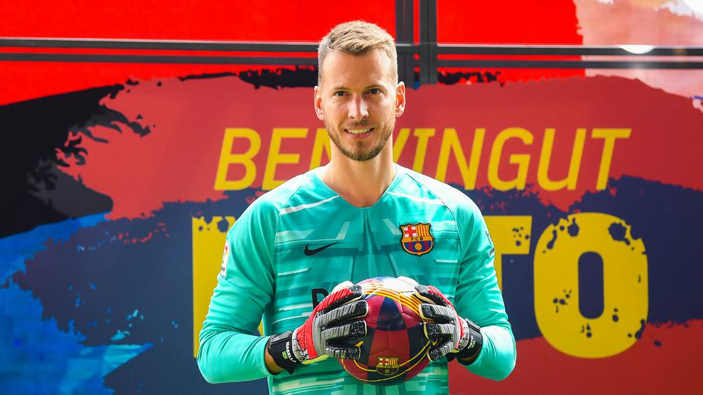 ARSENAL OFFERED CHANCE TO SIGN BARCA GOALKEEPER NETO